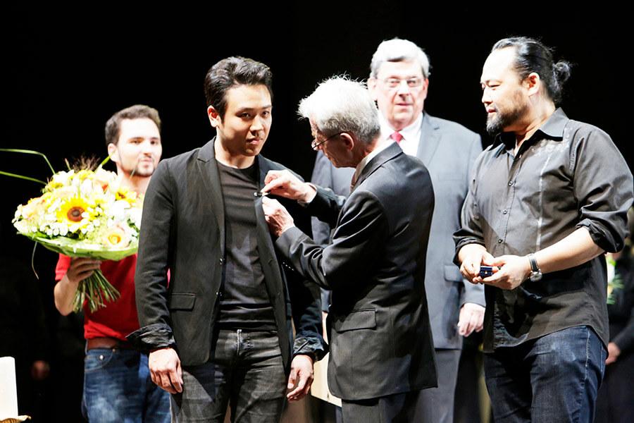 Jeongki Cho, Ulrich Rochels, Dr. Heinrich Kemper (beide Freunde der Kölner Oper e. V.), Samuel Youn; Foto © Paul Leclaire